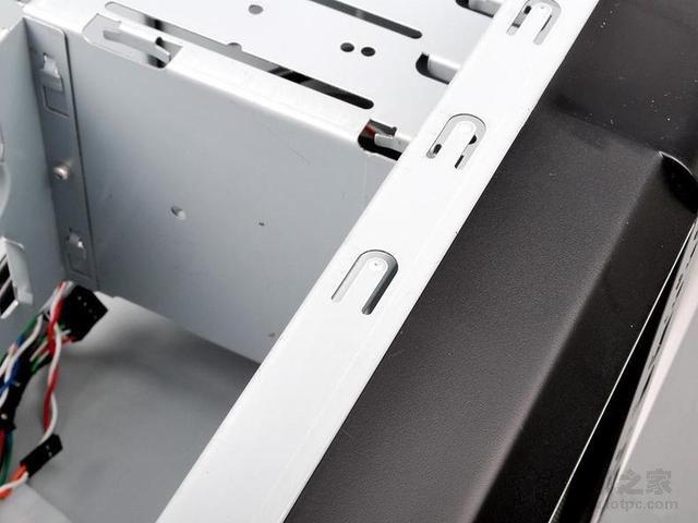 电脑机箱除了外观、质量,还需要看下是否防辐射!