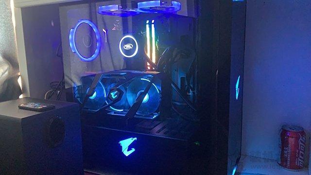 显卡竖装光污染主机 Intel酷睿i7-9700KF配RTX2080S装机配置清单